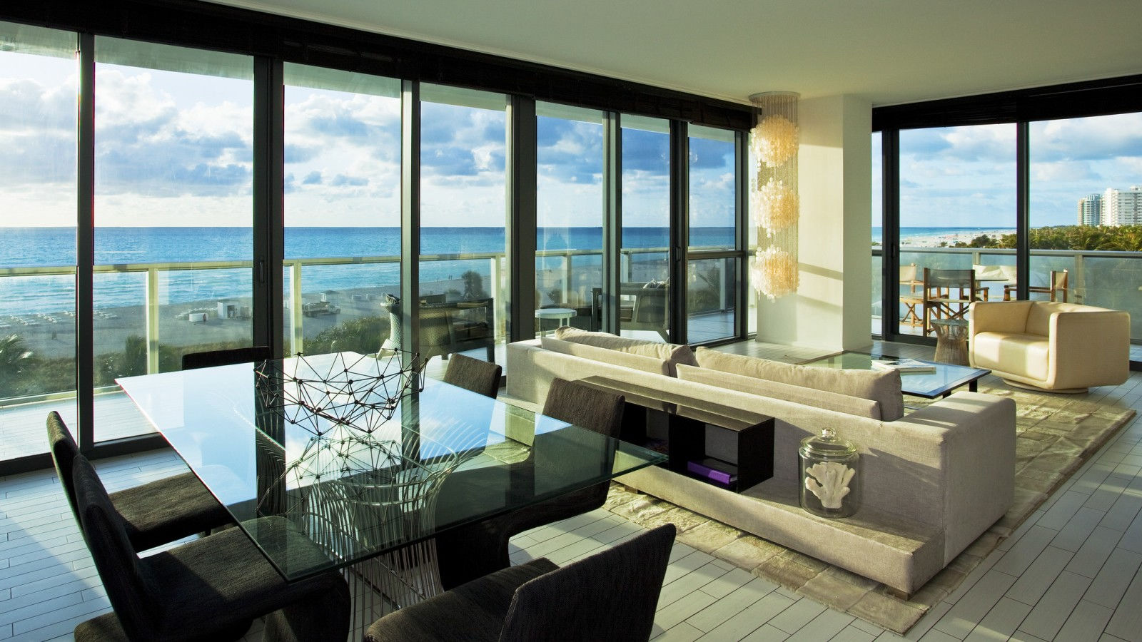 WOW Oceanfront Suite with balcony