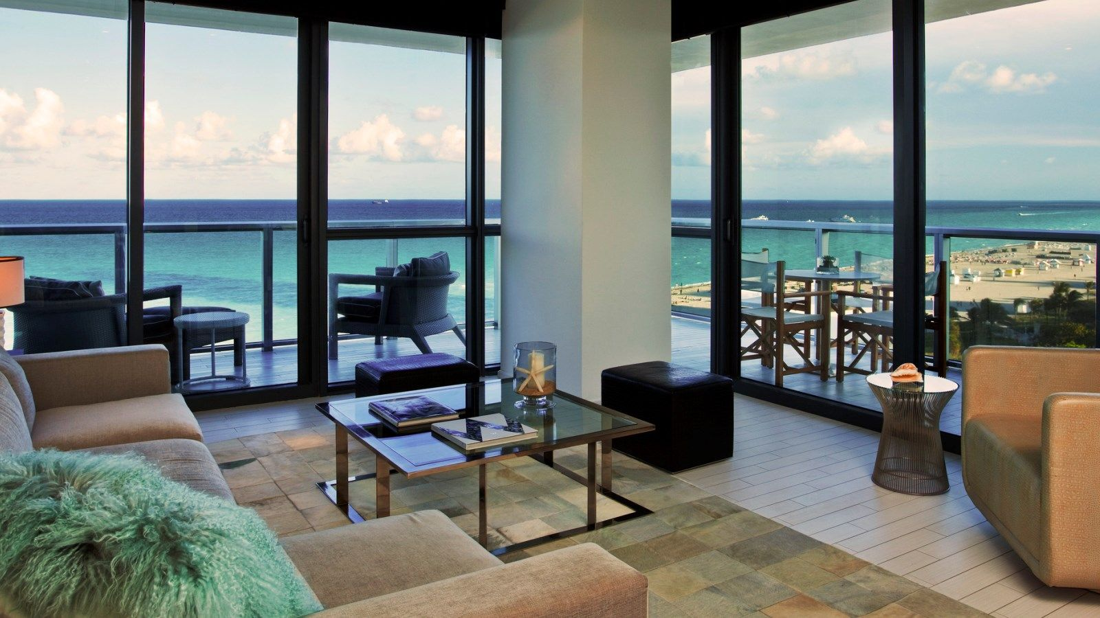 Cool Corner Oceanfront Suite with balcony